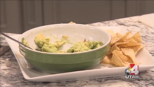 garlic lover guacamole and fruit dessert_5455889512593179337