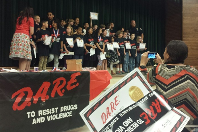 Officer Loren Brumley with his D.A.R.E. students _3876339188180599115