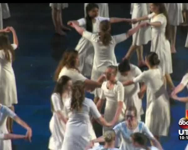 4-500 LDS youth perform in cultural celebration_20160320053501