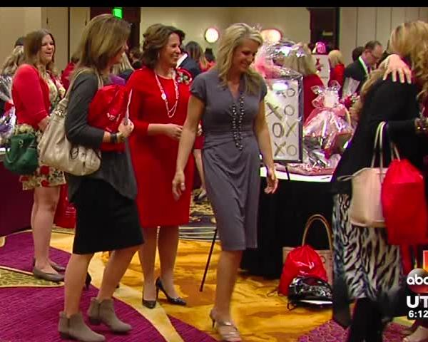 Heart attack survivor shares story at Go Red for Women lunch_20160319035006