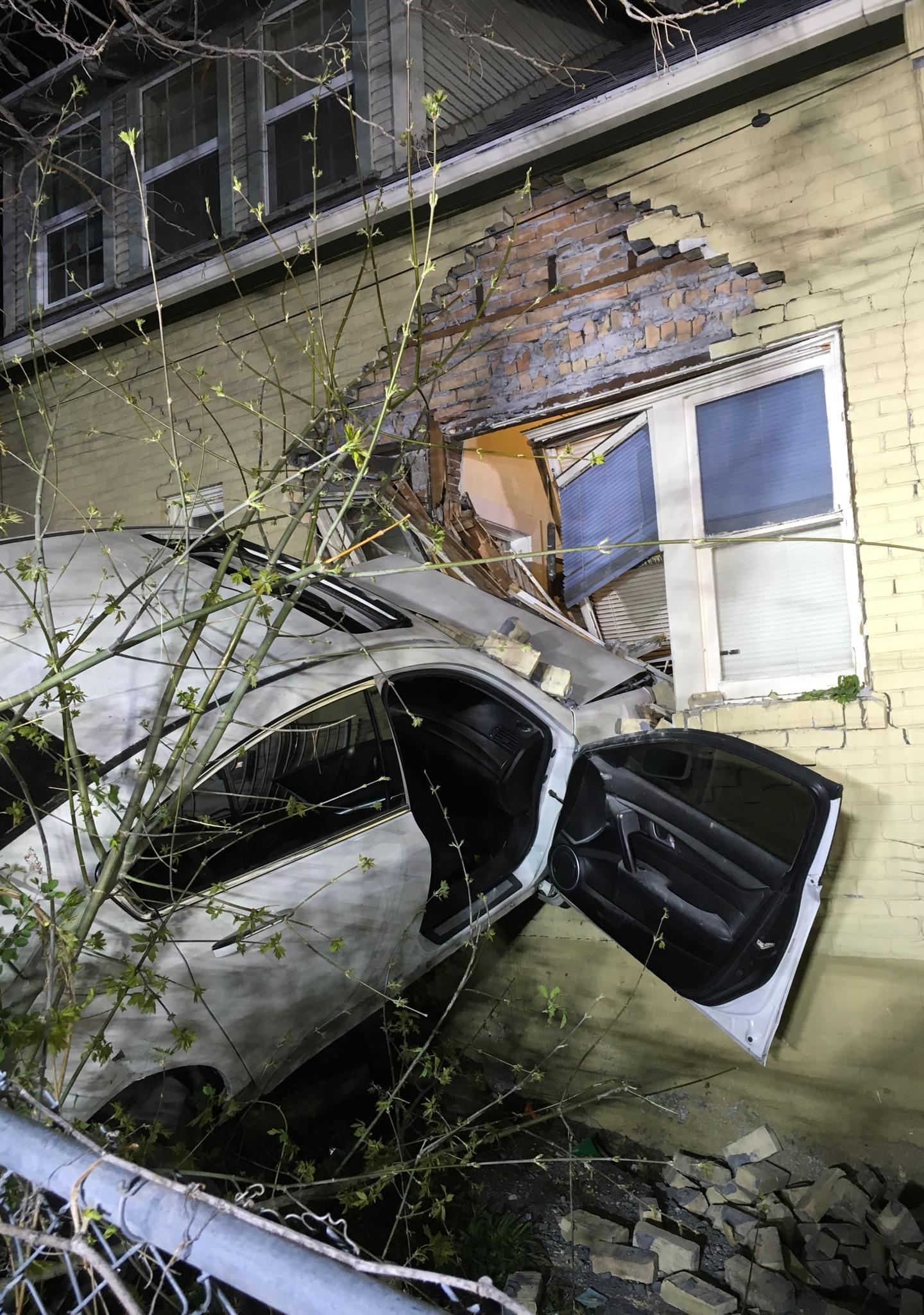 Pasyon Car into house_1460908468735.jpg