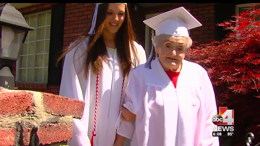 87 year-old graduates from high school_75370920-159532