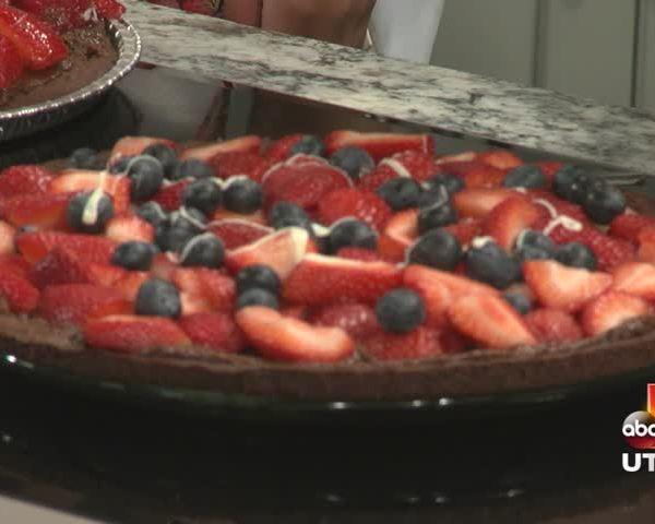 Strawberry Cake Pizza_20160607155002