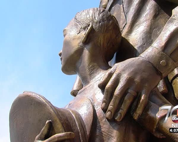 New statue honors daily sacrifices of peace officers