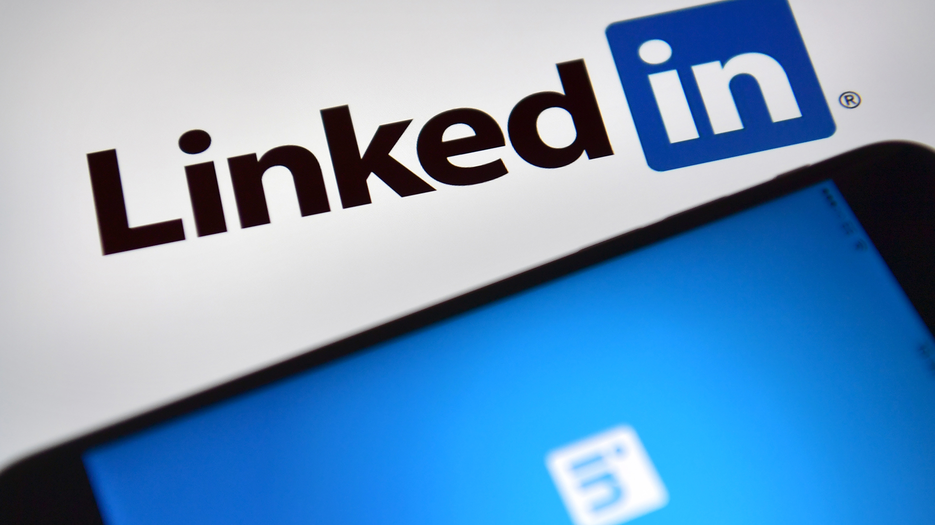 LinkedIn cautions users about recognizing fake jobs