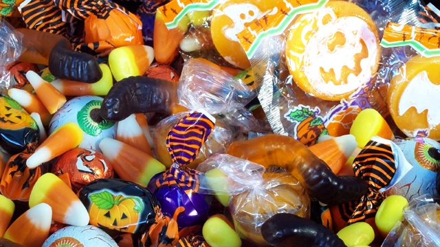 Halloween candy cropped_2271294245875301-159532