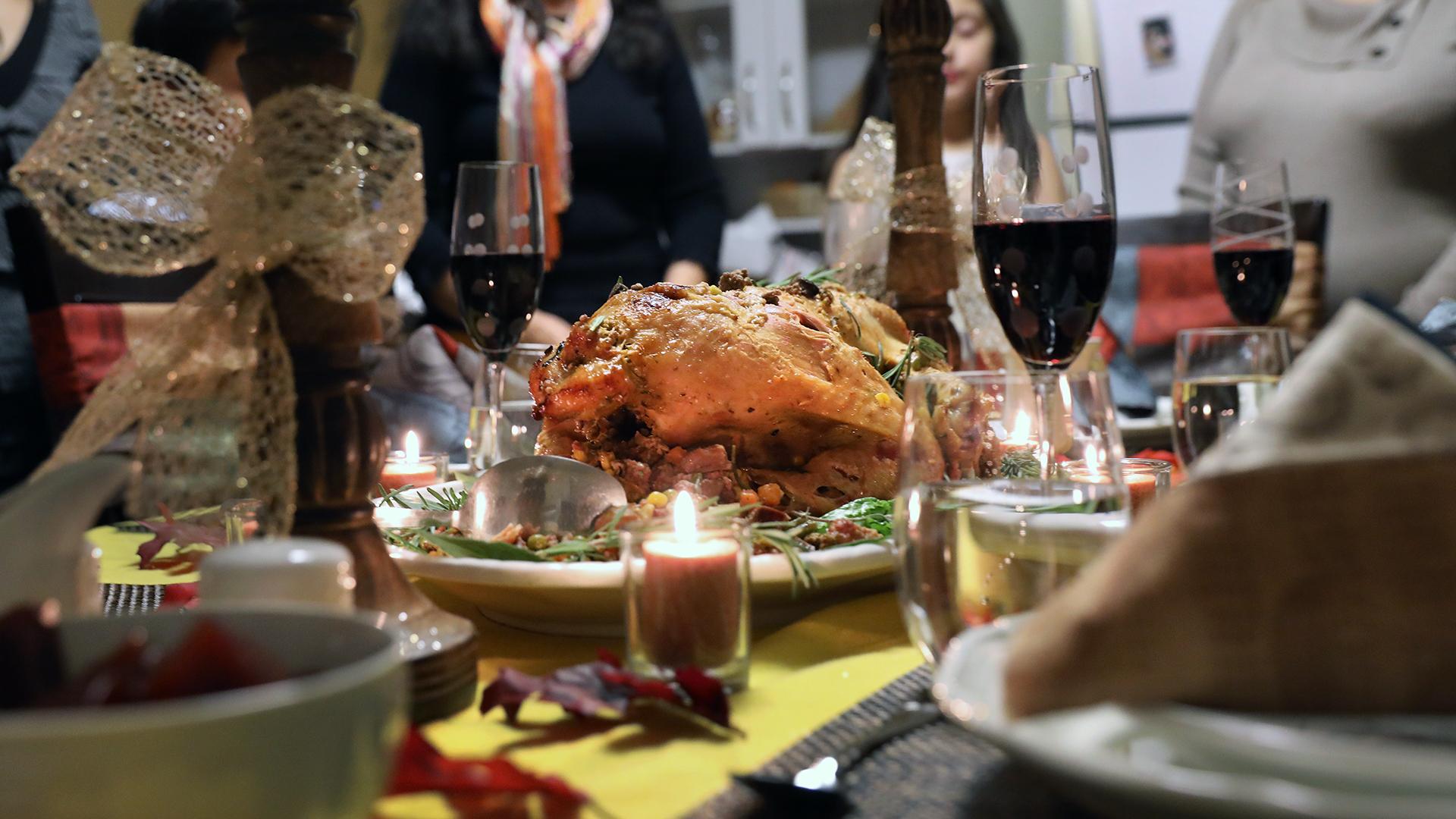 Thanksgiving dinner table-159532.jpg99020697