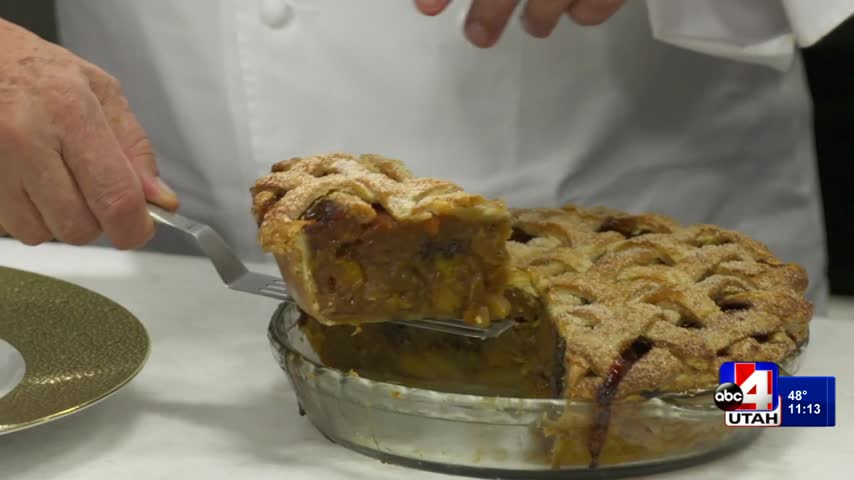 Wolfgang Puck's warm apple pie recipe will make you drool