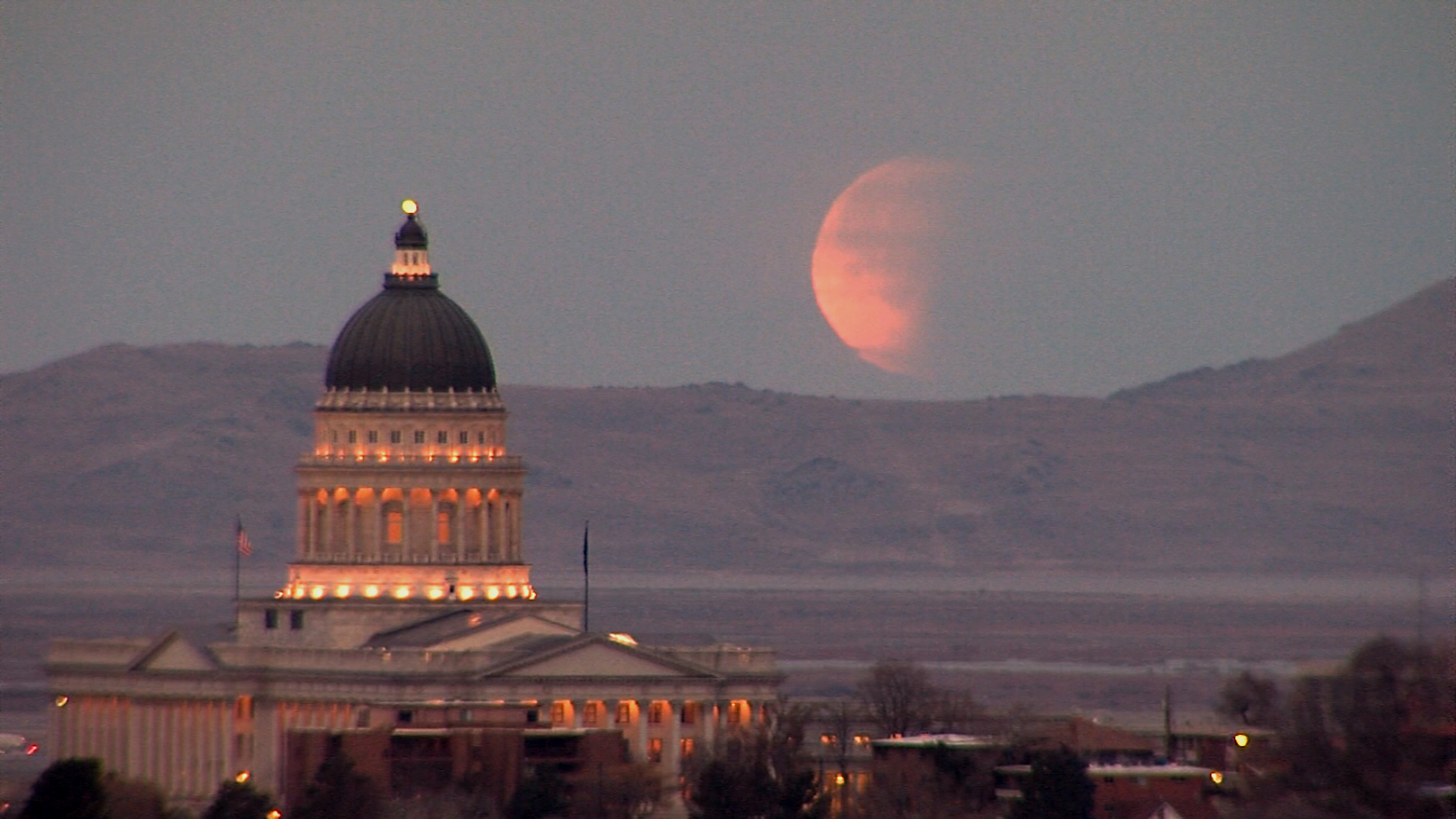 Super Blue Blood Moon Over Capitol_1517423616798.jpg.jpg