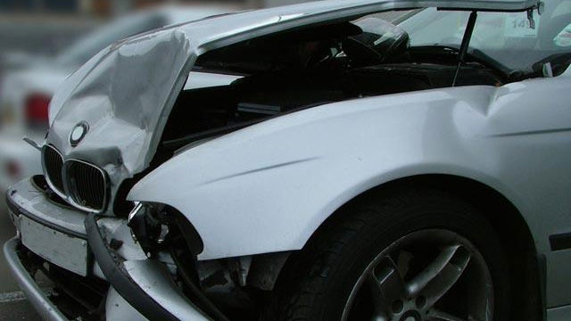 car crash accident damaged_1846751814000459-159532