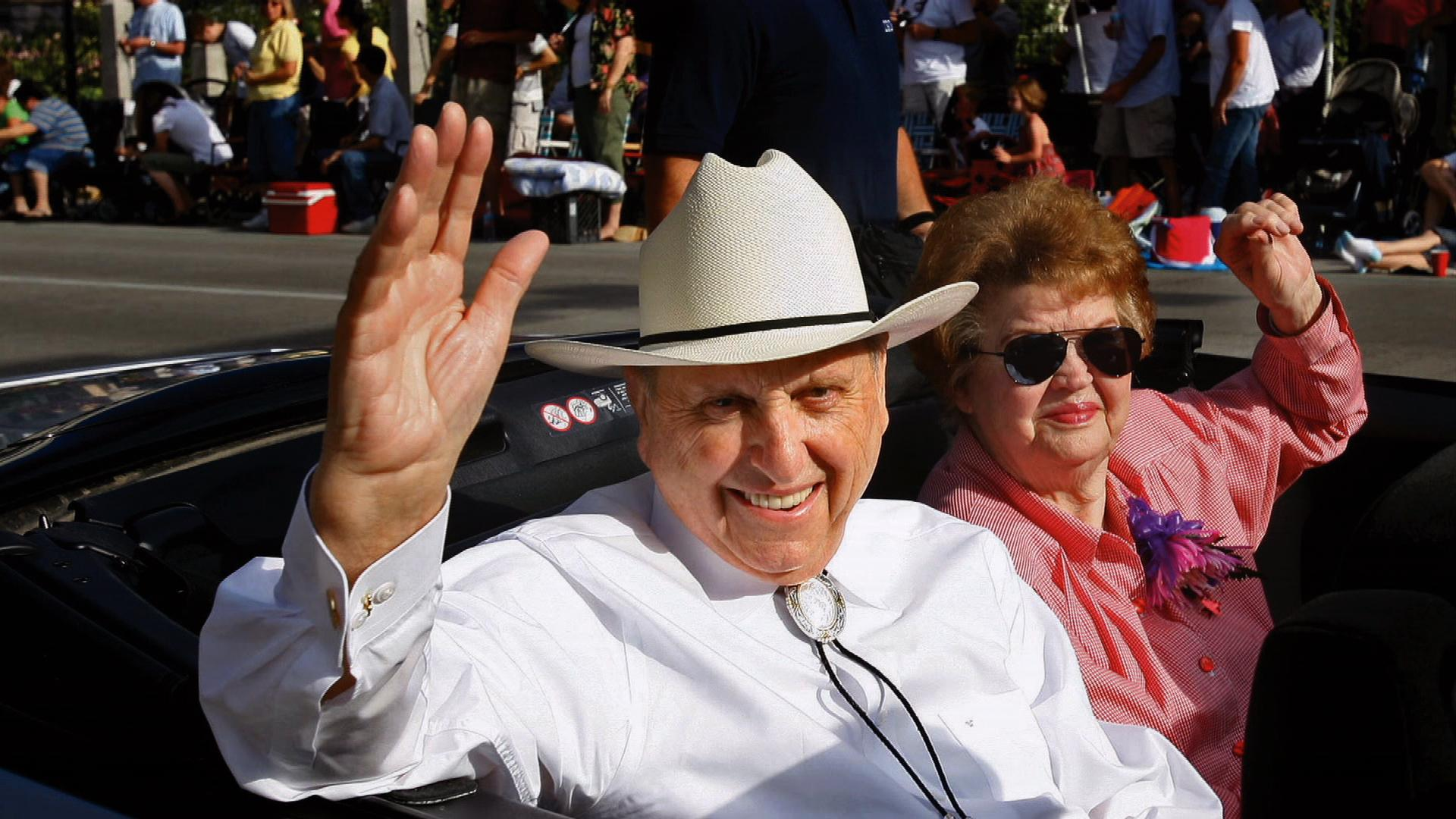president-monson-with-wife-May-10_1514983907822.jpg