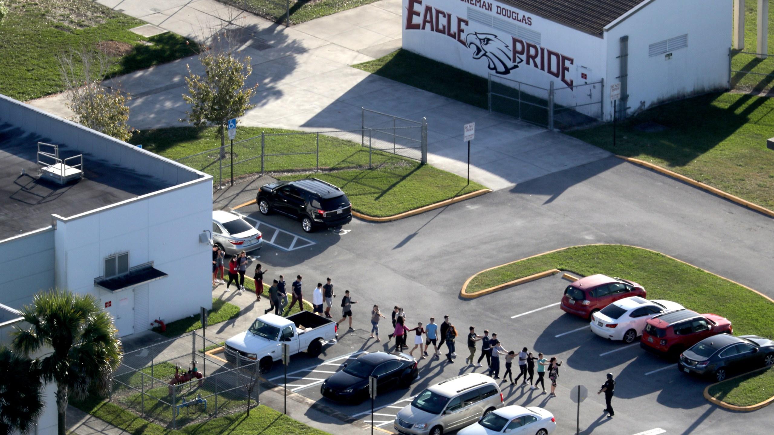 CORRECTION_APTOPIX_School_Shooting_Florida_74070-159532.jpg34671320