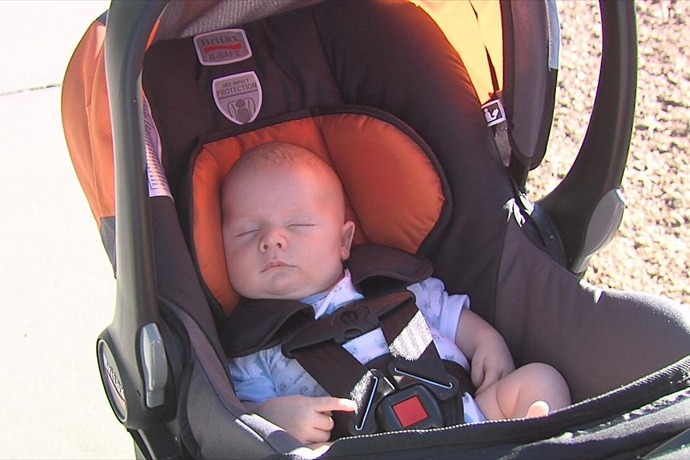 baby in car seat_3334561615520353768