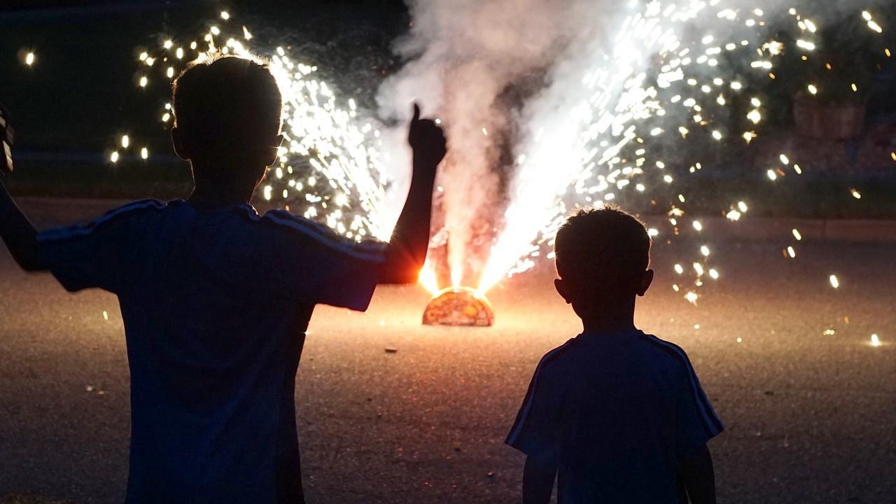 kids_and_fireworks_.jpg