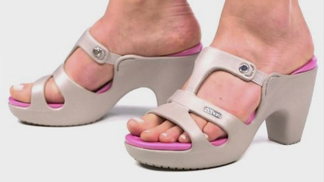 High_heel__Crocs__shoes_selling_out__but_0_48914063_ver1.0_640_360_1531921971413.jpg