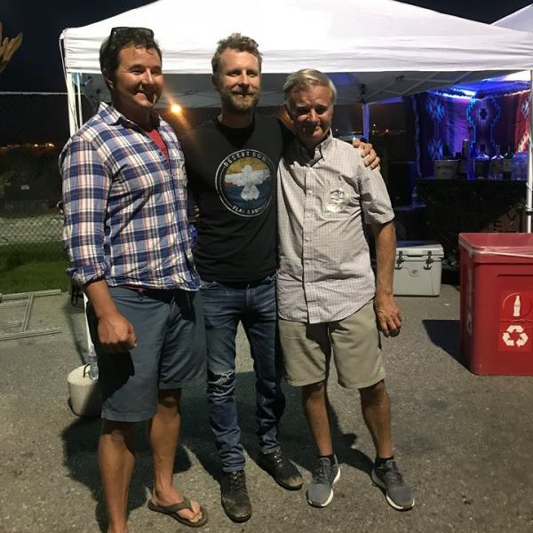 dierks bentley hangs out with Burchett family and friends2_1535647983918.jpg.jpg
