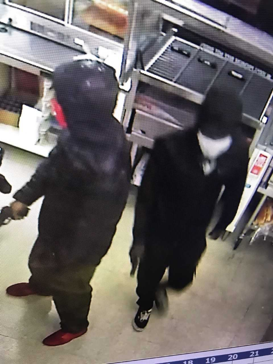 armed robbery suspects 7-11