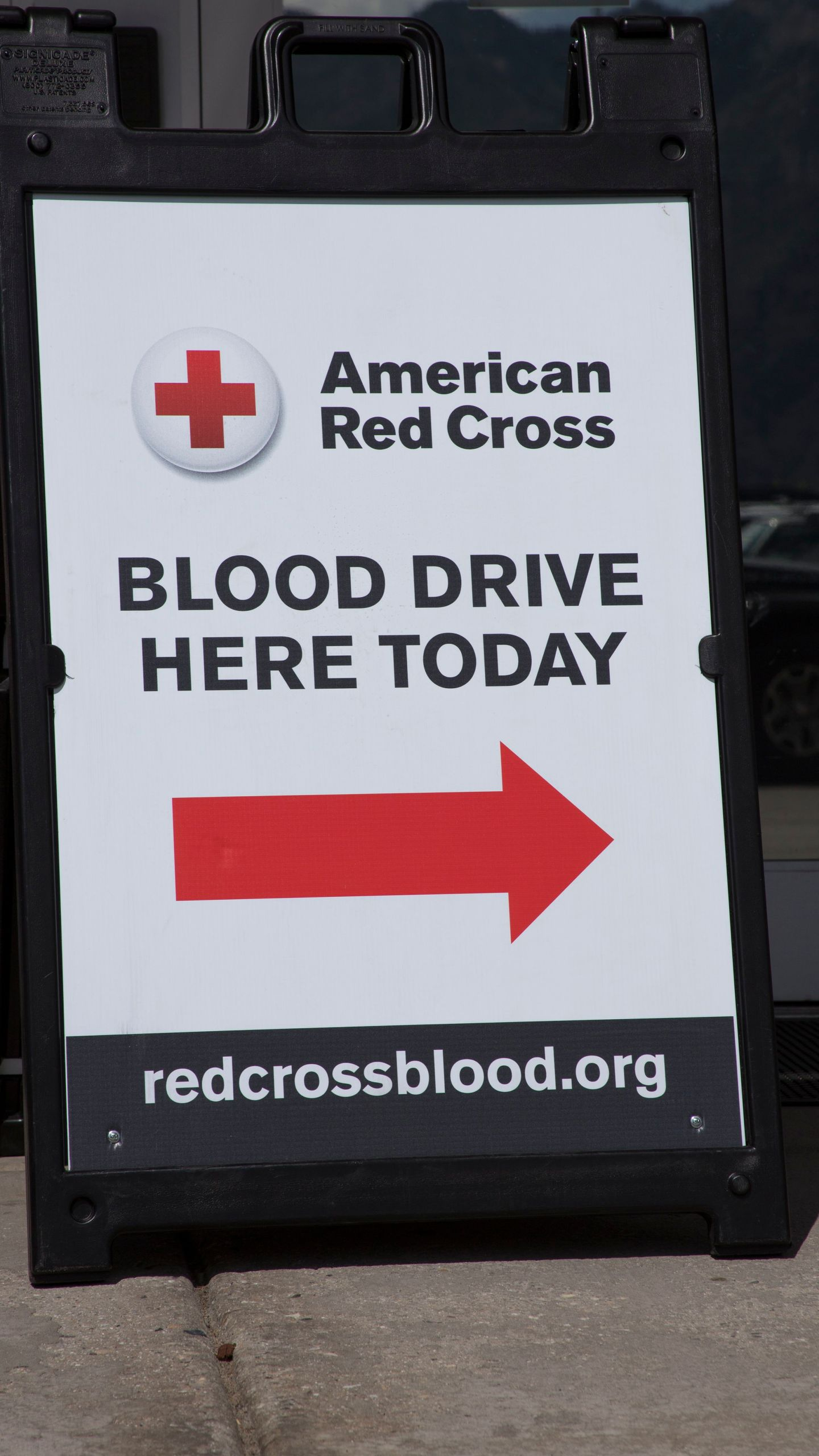 RedCross_BloodDriveSign_1542132068712.jpg