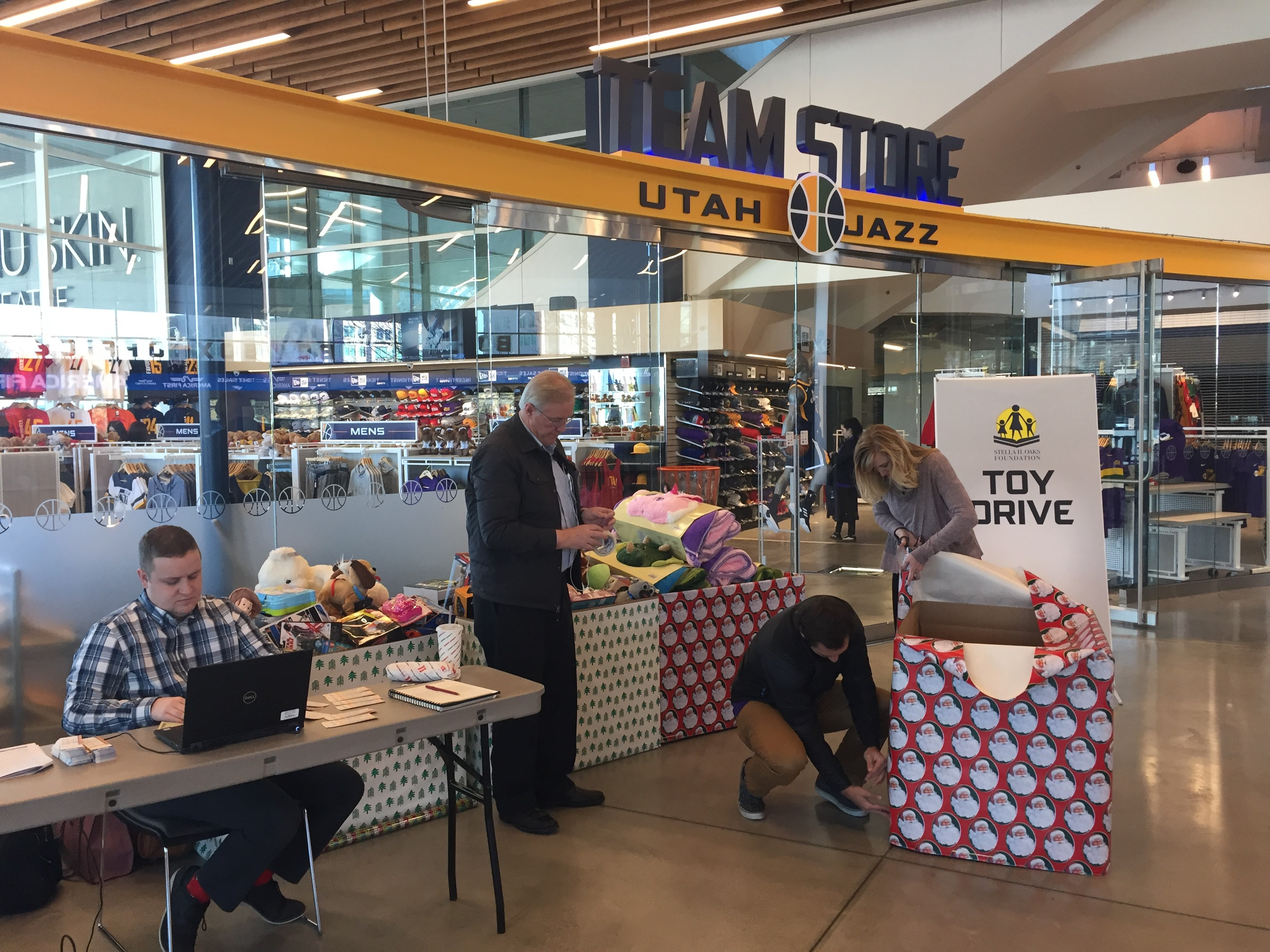 premium selection f92b1 4bc43 Utah Jazz brighten holidays for those in need