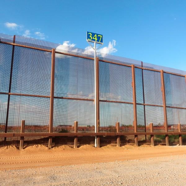 Mexico_Border_Wall-Images_00812-159532.jpg91980646