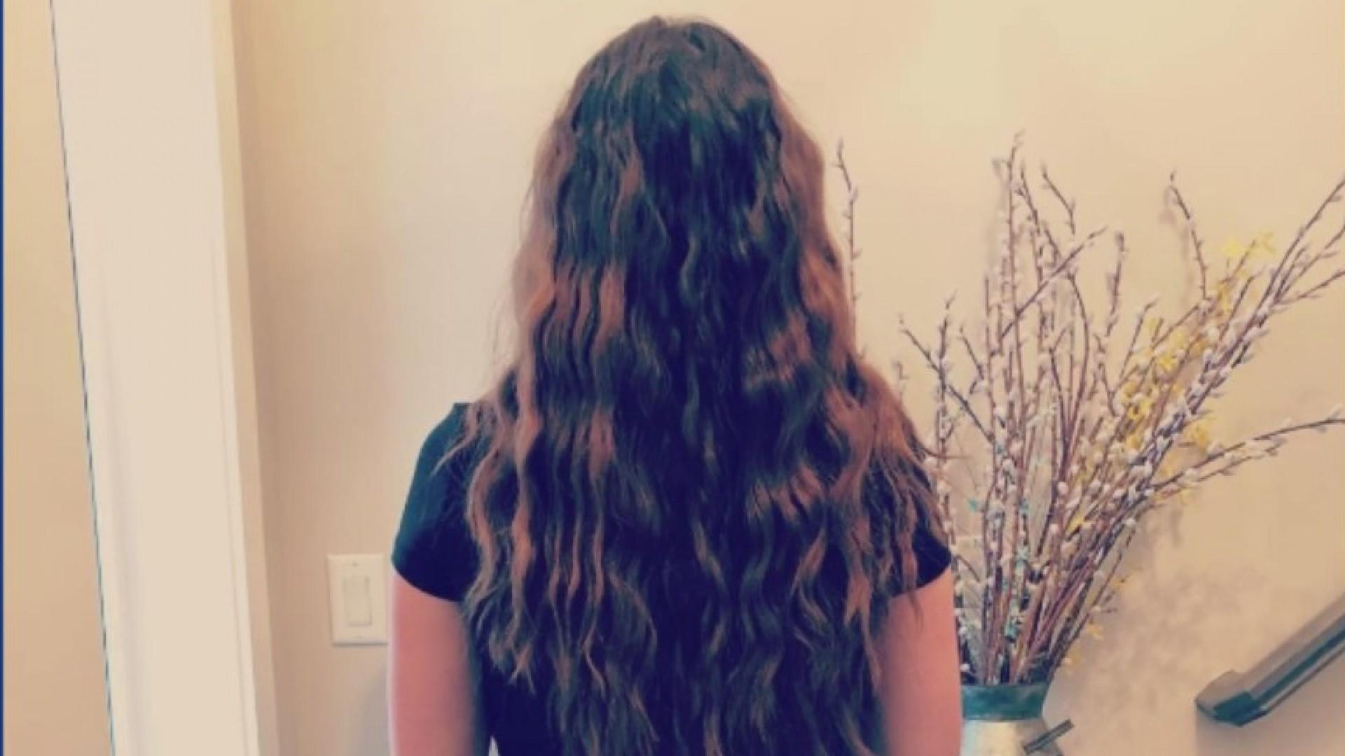 Woman_saves_long_locks_of_hair_during_ch_0_20190105025653