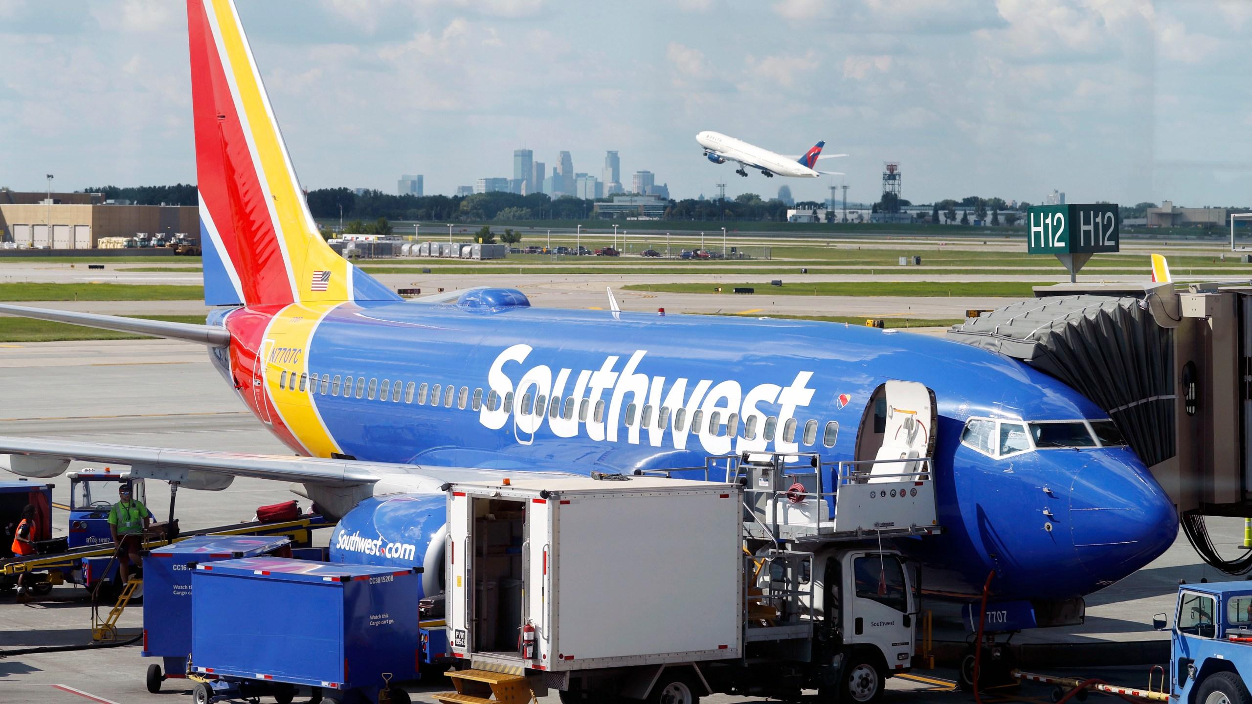 Earns_Southwest_Airlines_49517-159532.jpg03239279