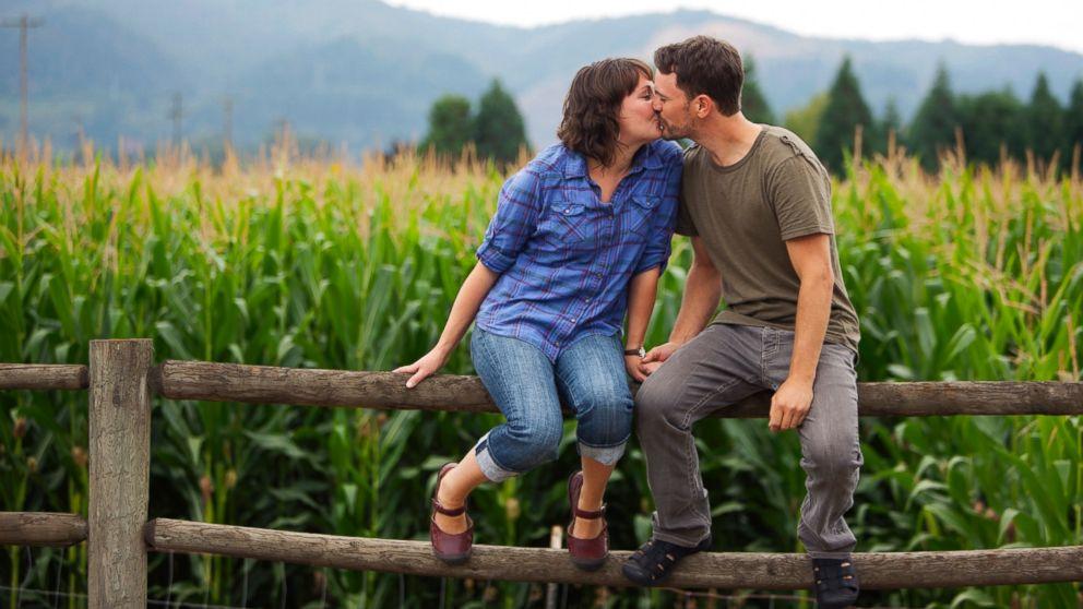 kissing_1550094350011.jpg