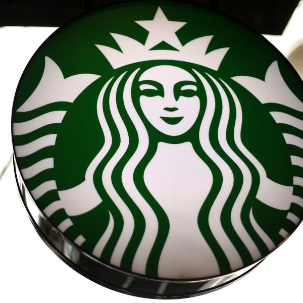 Starbucks_Straws_39142-159532.jpg77995372