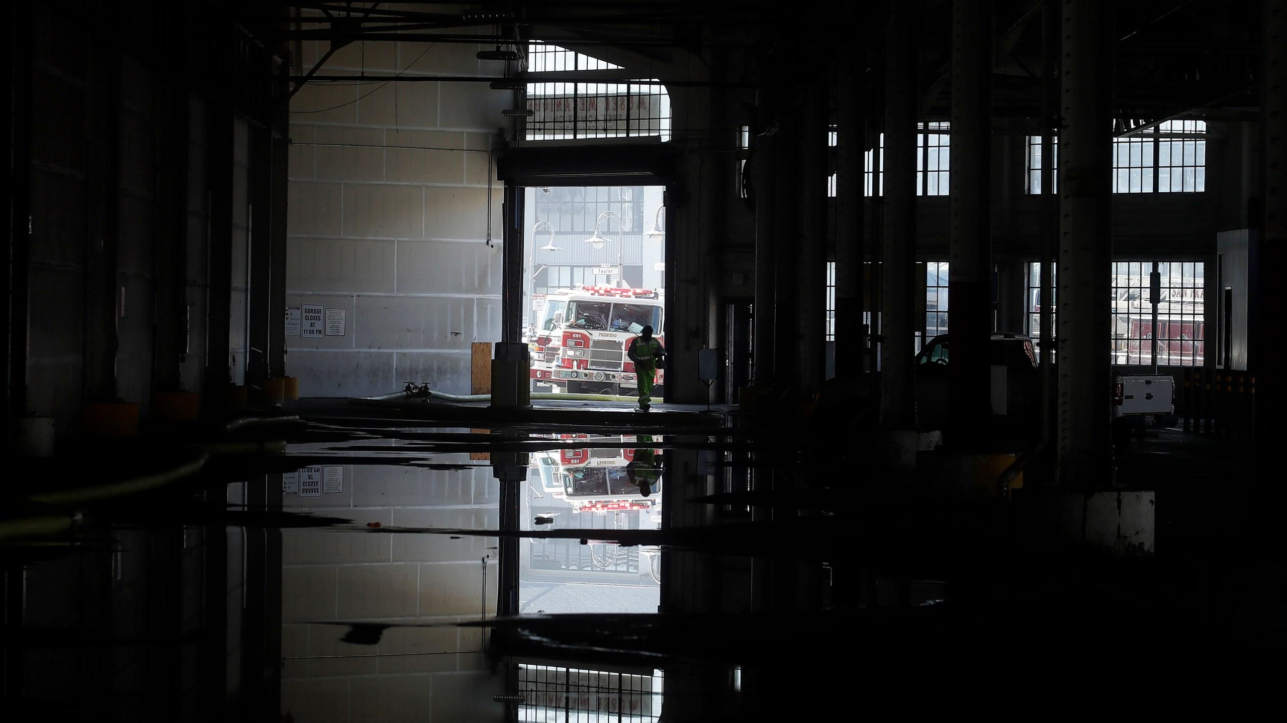 Fire destroys warehouse on San