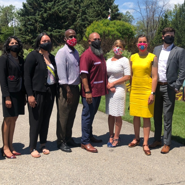 New Commission on Racial Equity in Policing poses for group picture with city leaders (June 25, 2020)